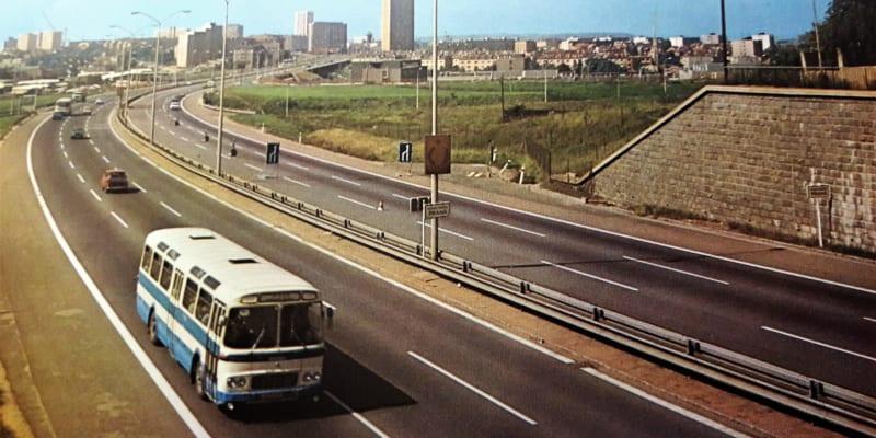 Dálnice na výjezdu z Prahy, foto z publikace Praha Brno Bratislava