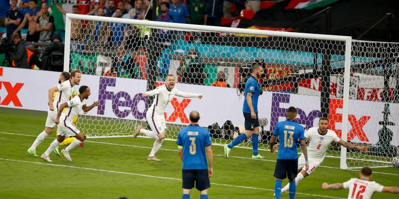 Pro Italy přitom zápas nezačal dobře. Už ve 117. vteřině prohrávali po gólu Lukea Shawa 0:1.