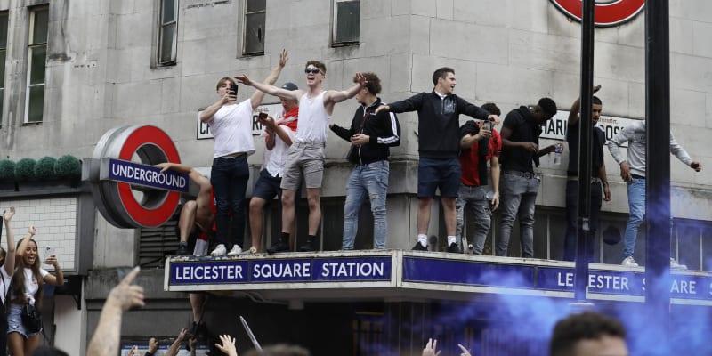 Řádění anglických fanoušků začalo na některých místech už před samotným finálovým utkáním.
