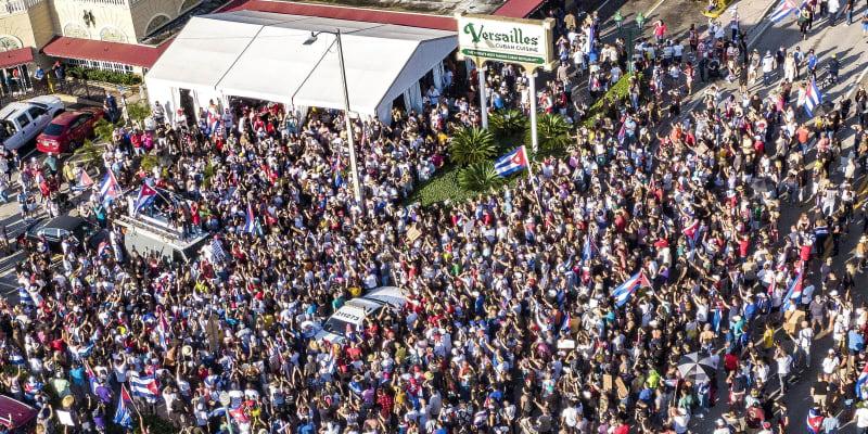 Kubu zasáhly masivní protivládní protesty.