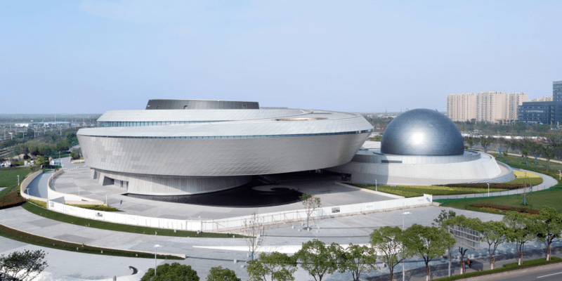 Součástí velkolepé stavby je i obří planetárium.