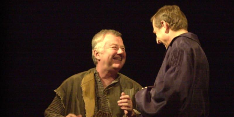 Václav Vydra (vpravo) jako Don Juan a Ladislav Potměšil v roli jeho sluhy Sganarella při zkoušce Moliérovy tragikomedie Don Juan v Divadle na Vinohradech v Praze.