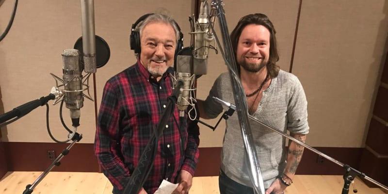 Karel Gott a Richard Krajčo ve studiu při nahrávání písně.