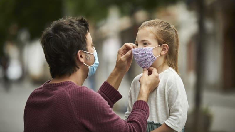 Sledujte ŽIVĚ Hlavní zprávy s Prymulou: Kdy bude možné vyměnit respirátory za roušky?