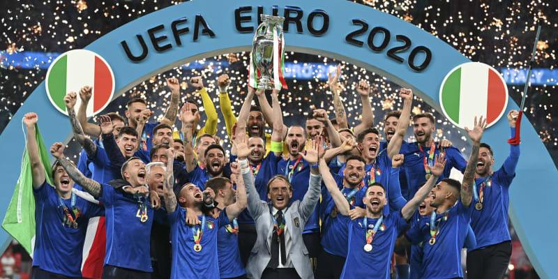 Italové oslavují triumf na Euru.