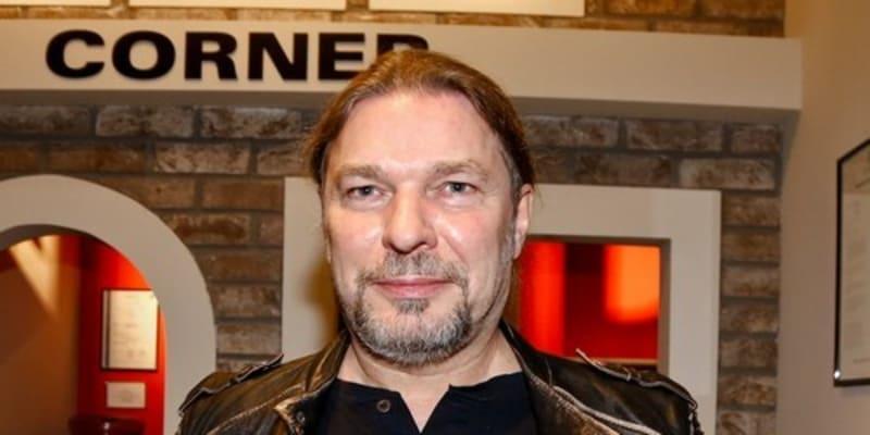 Zpěvák Petr Kolář příští rok oslaví pětapadesáté narozeniny.