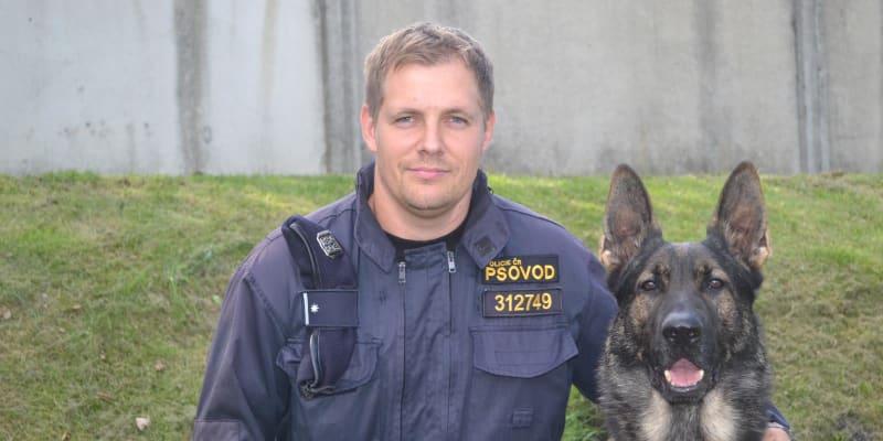 Garrit se k policii přidal v roce 2015. Na fotce je se svým pánem podporučíkem Ladislavem Šedivcem.