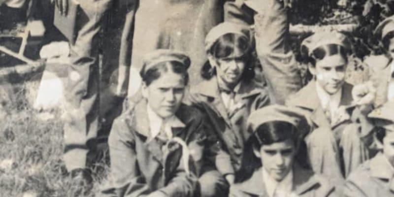Vlevo na fotografii je otec Charlese Manuel, vedle něj Ilona. (autor: Charles Wrapner)