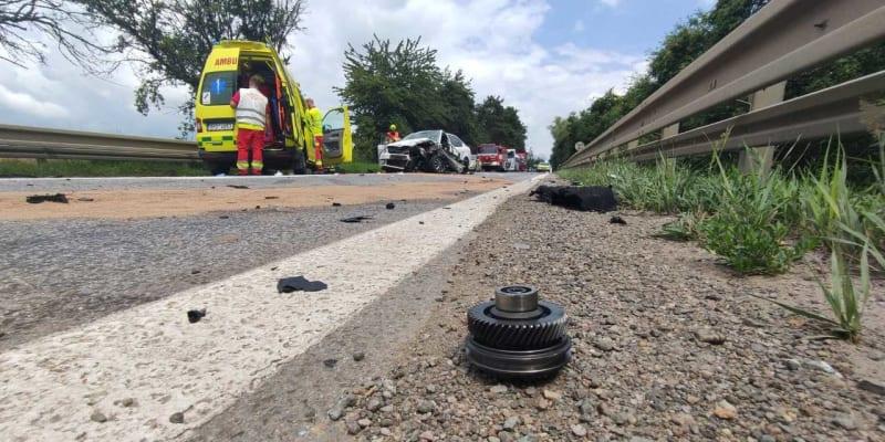 Nehoda se stala kolem půl dvanácté na rovném úseku v zákazu předjíždění.