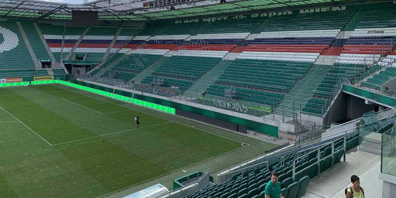 """Weststadion. Podle starého jména dřívějšího stadionu nazývají v Rapidu i """"nejdůležitější"""" tribunu, kam chodí nejvěrnější fanoušci. Jenže pro zápasy Ligy mistrů, tedy i v úterý proti Spartě Praha, zmizí místa na stání, všechna musí být k sezení."""