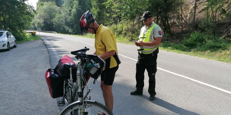 Hranice se Slovenskem mezi Bílou-Konečnou a Klokočovem v Beskydech. Policie tady kontroluje i cyklisty, zda jsou plně očkováni.