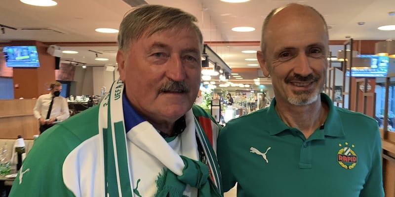 Setkání po letech. Antonín Panenka přijal pozvání a jako čestný host se zúčastnil v doprovodu svého bývalého spoluhráče z Rapidu Geralda Willfurtha pohárového utkání v Allianz-Stadionu proti Spartě Praha.