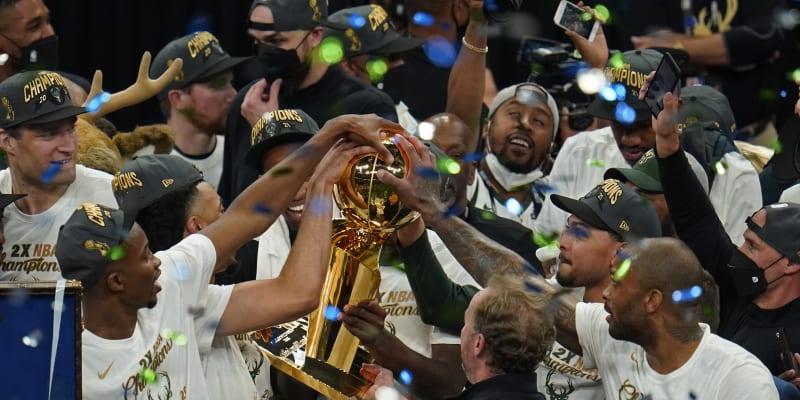 Basketbalisté Milwaukee slaví triumf v NBA po 50 letech.