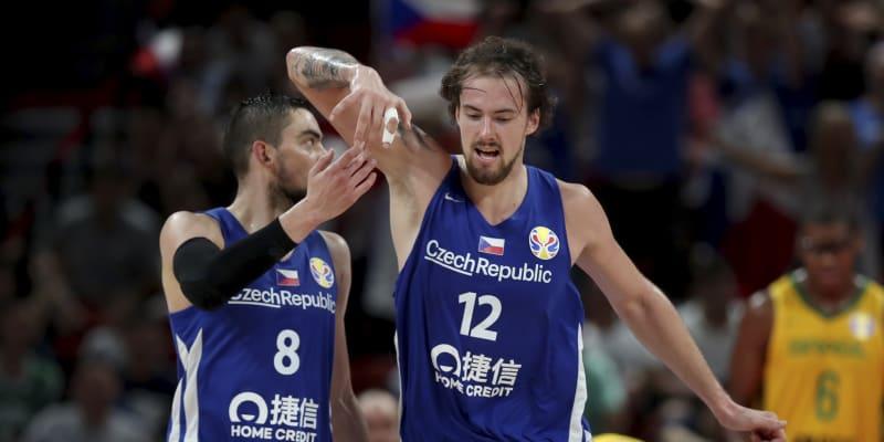 Ondřej Balvín a vedle něj největší osobnost českého týmu Tomáš Satoranský.
