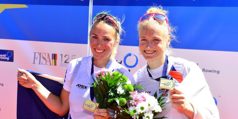 Zatím největší úspěch Lenky Antošové a Kristýny Fleissnerové: zlatá medaile ve skifu z mistrovství Evropy 2017 na domácí půdě v Račicích.