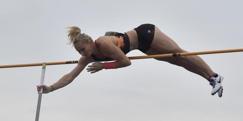 Romana Maláčová při skoku