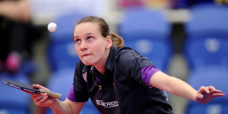 Hana Matelová při soustředění na míček