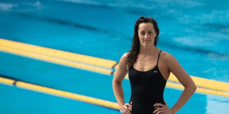 Jejími hlavními plaveckými disciplínami jsou volný způsob a znak.