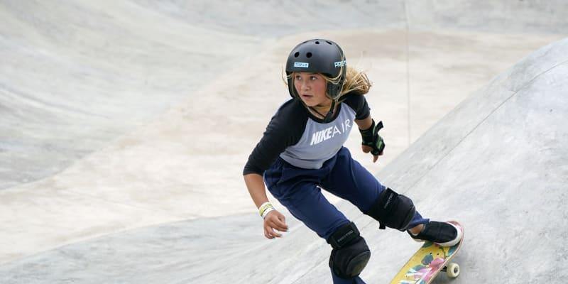 Třináctiletá britská skateboardistka Sky Brownová se může stát nejmladší olympijskou vítězkou v historii.