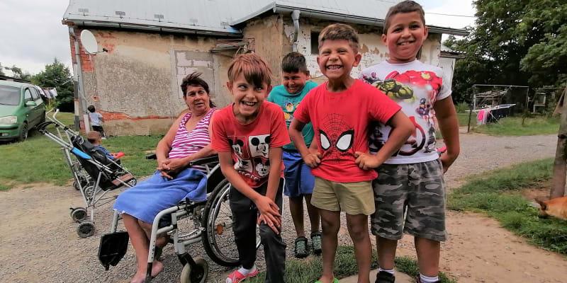 Slezské Pavlovice. Dana Damková na invalidním vozíku velí místní romské minoritě. Očkování je tady zapovězeno, nikdo z komunity nedá očkovat ani své děti.