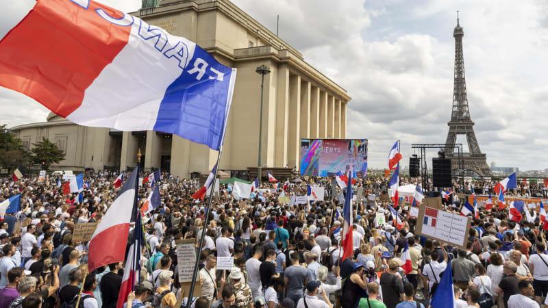 Francouzi se bouří proti novým opatřením. Pracák je nejvýhodnější, shodují se restauratéři