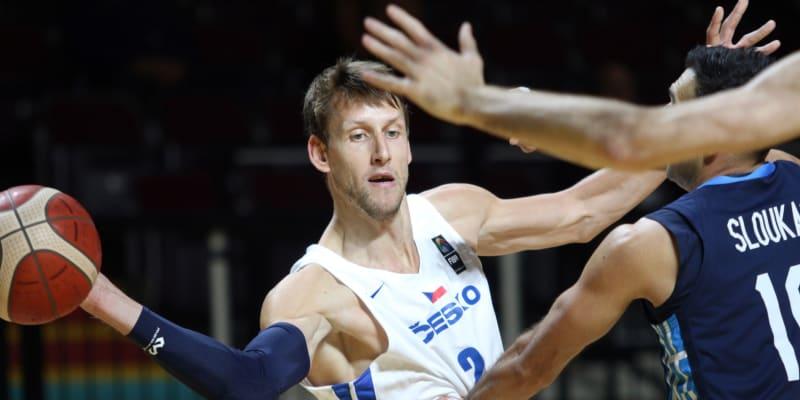 Jan Veselý v utkání olympijské kvalifikace