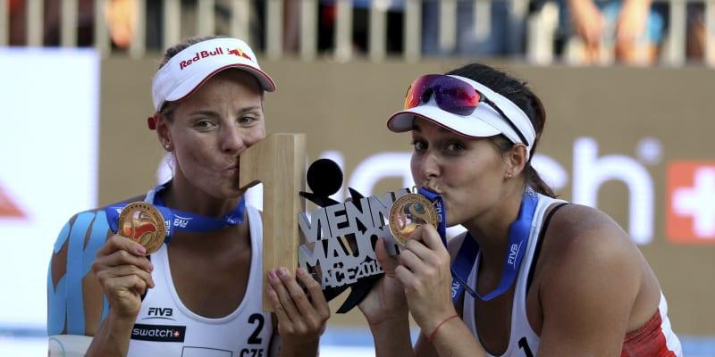Markéta Nausch Sluková (vlevo) spolu s Barborou Hermannovou nyní prožívají nejtemnější dny kariéry.
