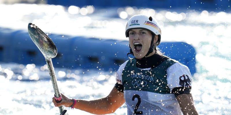Ricarda Funková se raduje v cíli svého olympijského závodu v Tokiu, který vyhrála.