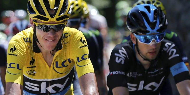 Český cyklista Leopold König (vpravo) jede na Tour de France vedle lídra bývalého týmu Sky Chrise Frooma.