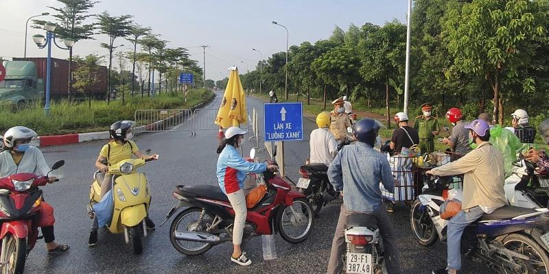 Ne všichni se dostanou přes přísnou vstupní kontrolu do Hanoje.