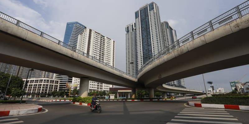 Na silnicích Ho Či Minova města se sem a tam objeví skútr rozvážkové služby, členové bezpečnostních složek nebo státní zaměstnanci.