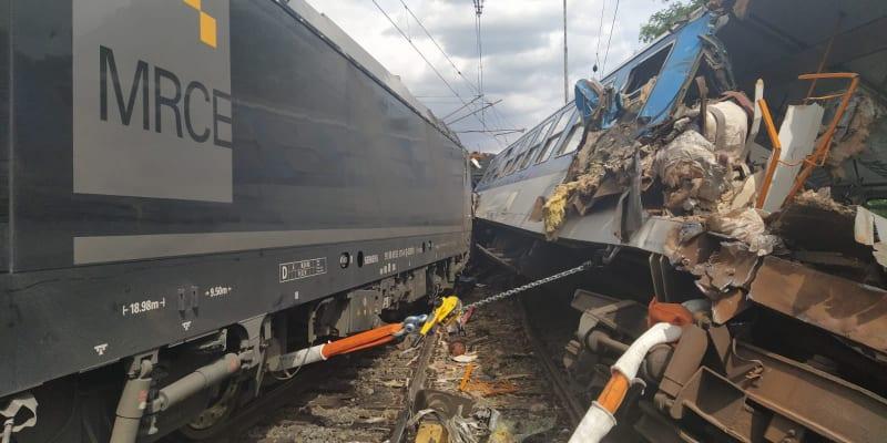 V Němčicích nad Hanou se srazila lokomotiva s osobním vlakem.