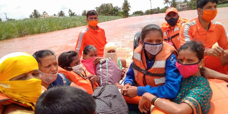 Dalších 11 lidí zahynulo v Indii v důsledku záplav a sesuvů půdy.