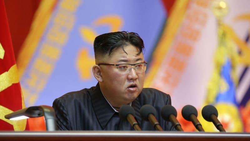 Severokorejský vůdce Kim Čong-un je na fotkách opět hubenější. Šíří se zprávy o vážné nemoci