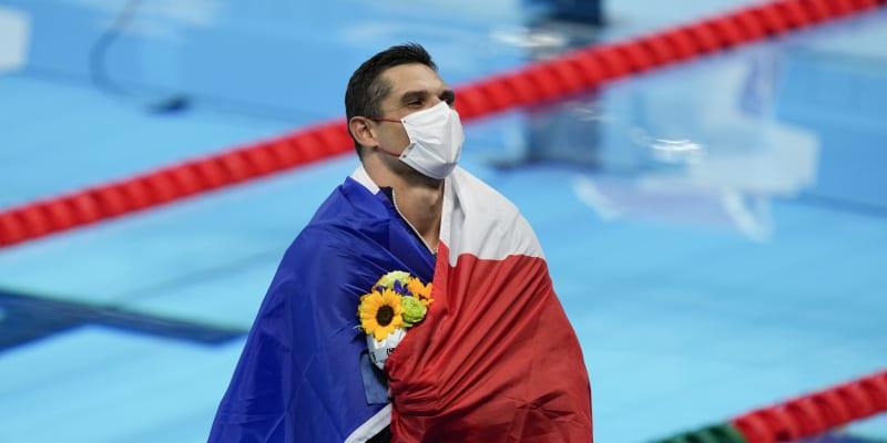 Francouz Florent Manadou slaví stříbrnou medaili v závodě na 50 metrů volným způsobem.