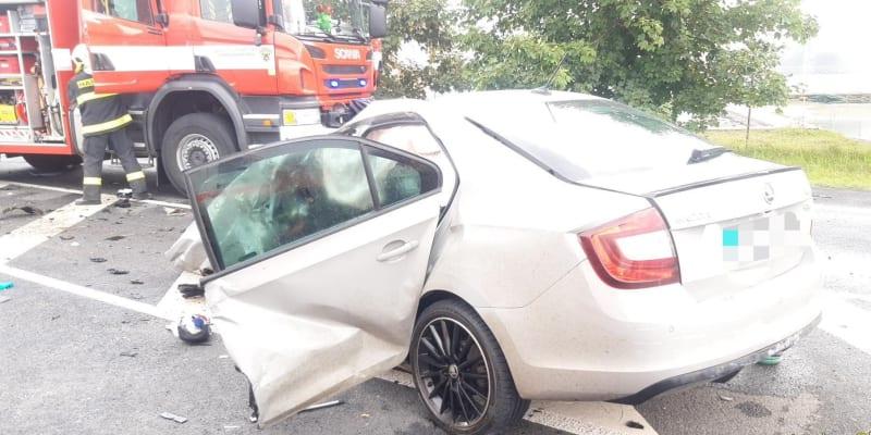 V úterý došlo k dopravní nehodě osobního automobilu a náklaďáku.