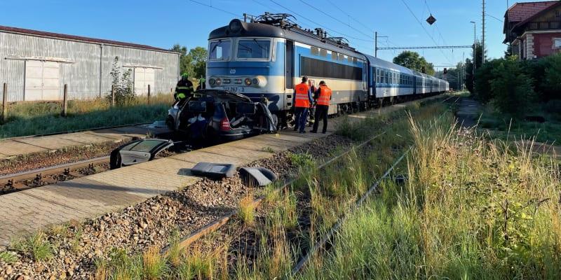 V úterý ráno se střetlo auto s vlakem u obce Jihlávka.