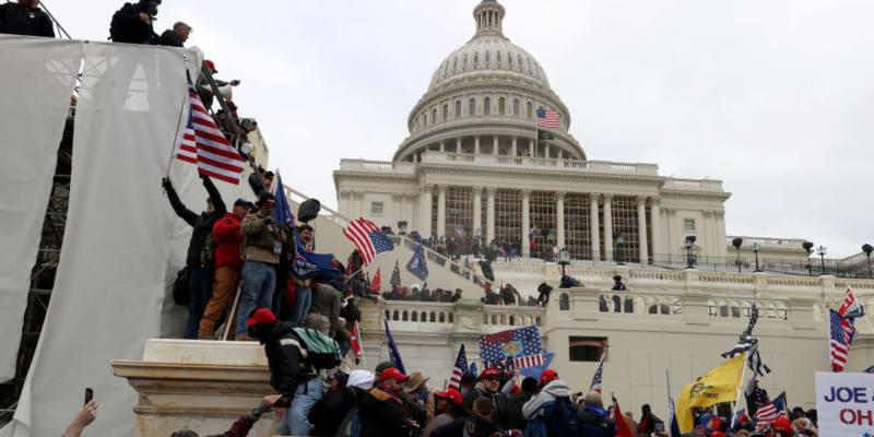 Chaos v Kapitolu, budova zažila nepředstavitelné scény