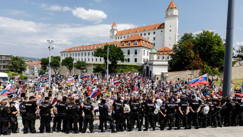 Bratislavu čekají další protesty proti opatřením. Kotleba chce blokádu hlavního města