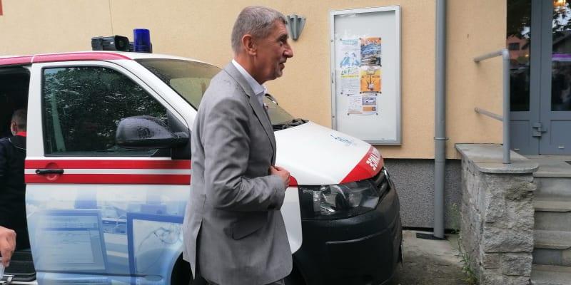 Premiér Babiš v mobilním očkovacím centru ve Vítkově v okrese Opava. Místní Romové nepřišli.