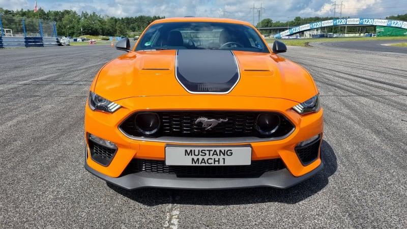 Mach 1 je nejvýkonnější Ford Mustang v Česku. Pokusili jsme se ho zkrotit na okruhu