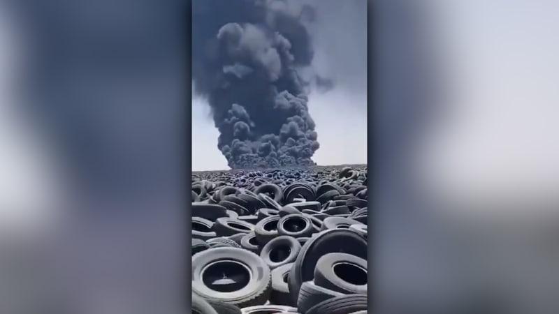 Ekologická katastrofa na obzoru? V Kuvajtu hoří největší skládka pneumatik na světě