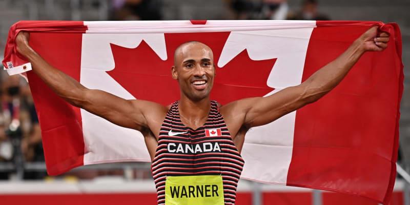 Damian Warner slaví zlato na olympiádě v Tokiu