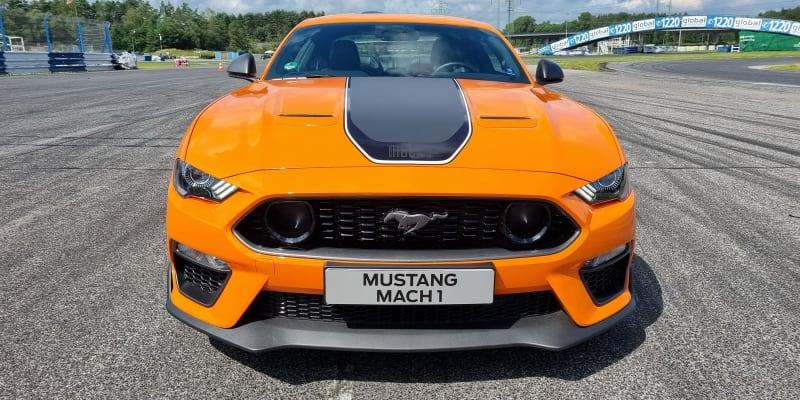 Ford Mustang Mach 1 na okruhu v Sosnové.
