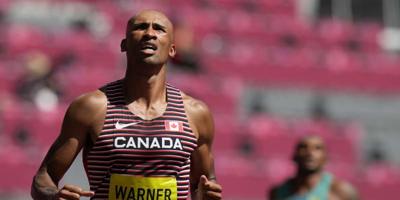 Kanadský desetibojař Damian Warner během desetiboje na olympiádě v Tokiu