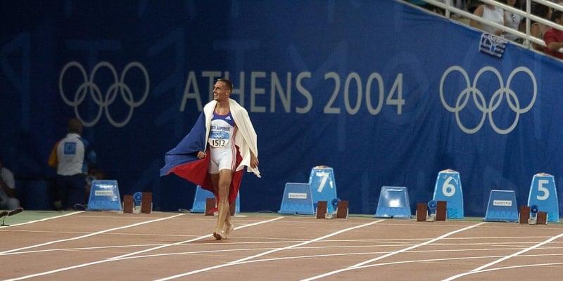 Roman Šebrle na po zisku zlaté medaile v Aténách