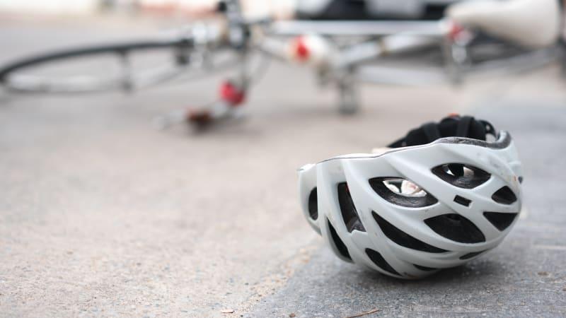 Sledujte ŽIVĚ Hlavní zprávy: Zmatky a dohady ohledně nařízení o předjíždění cyklistů