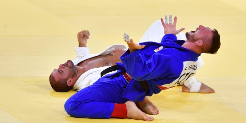 Lukáš Krpálek v okamžiku, kdy zvítězil ve finále olympijského turnaje v japonském Tokiu nad Gruzíncem Guramem Tušišvilim. Povedlo se mu to v chrámu světového juda, v Budokanu.