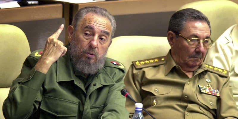 Fidel Castro a Raúl Castro v roce 2002