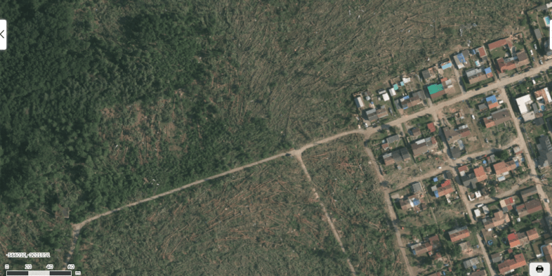 Letecký snímek Hodonína týden po řádění tornáda.